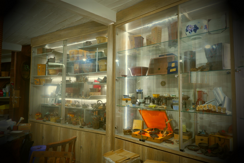 Mr Robert Display Cabinet @ Rumah Kapal